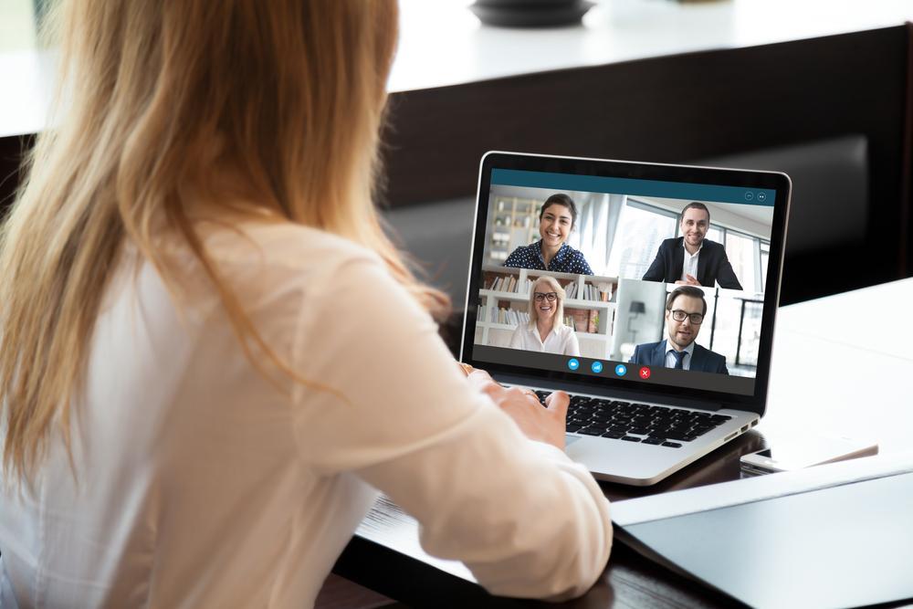 felelős munkaadó nő laptop