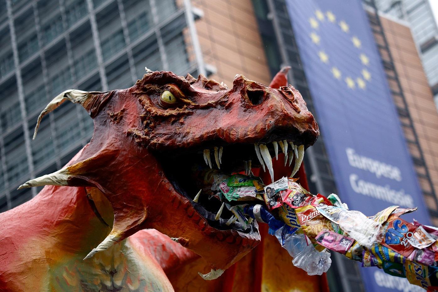 uniós szemét, uniós hulladék, sárkány