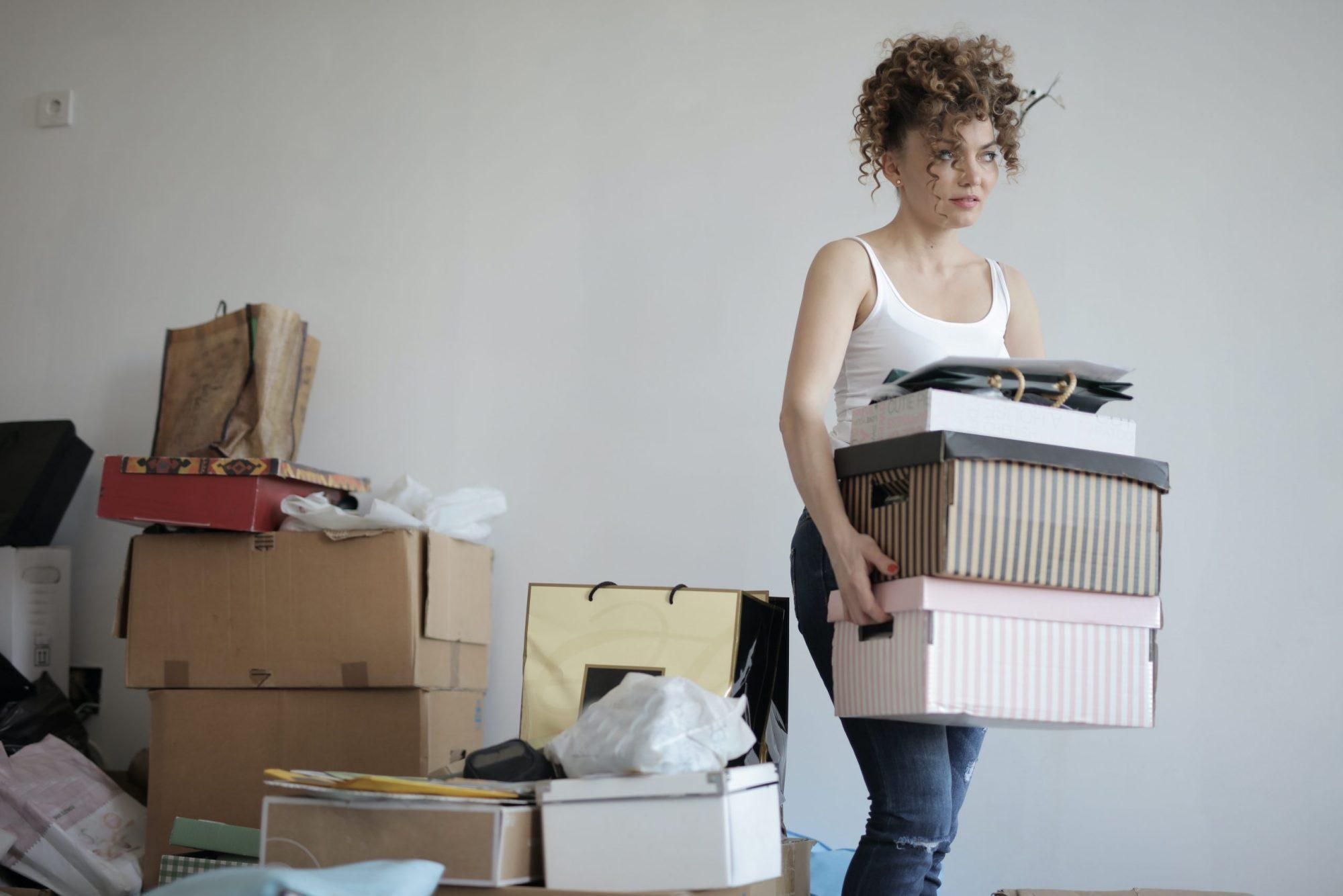 költözés, albérlet, dobozok