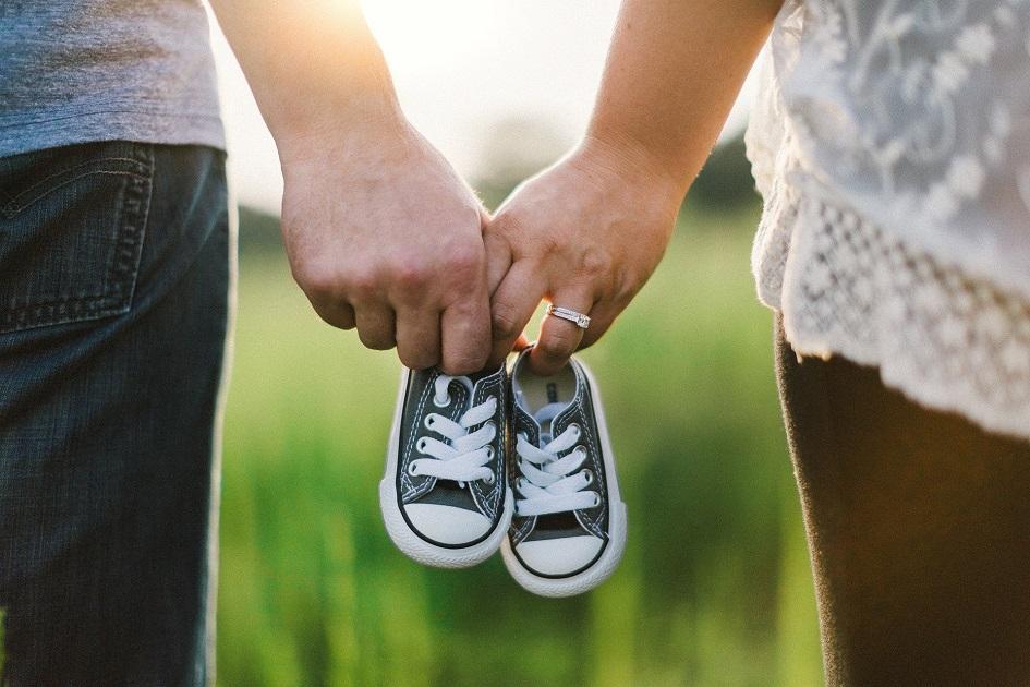 gyerekvállalás, boldog, új szülők