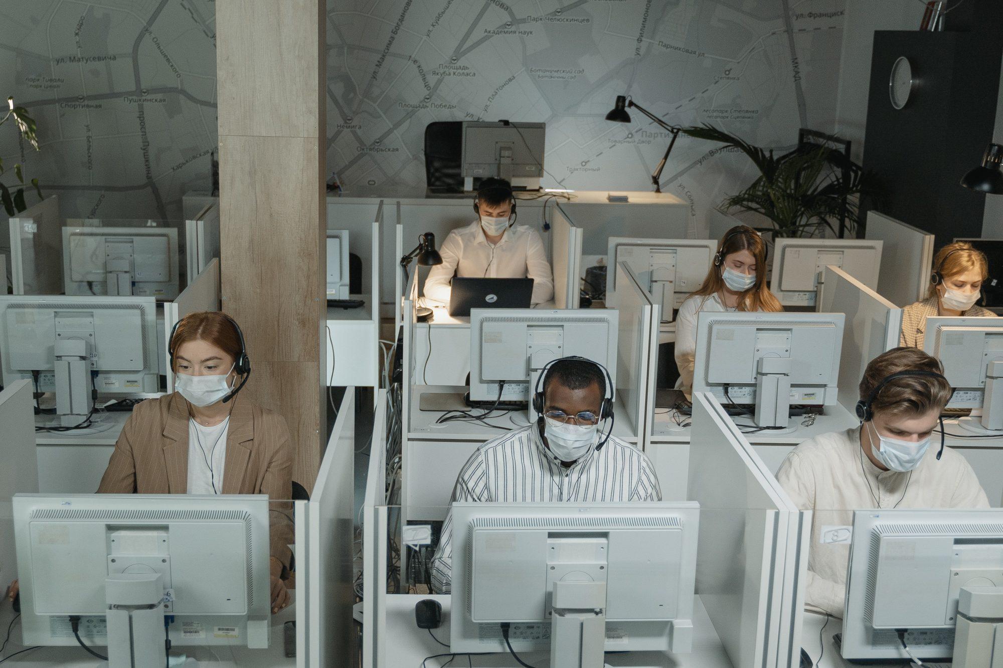 dolgozók, maszk