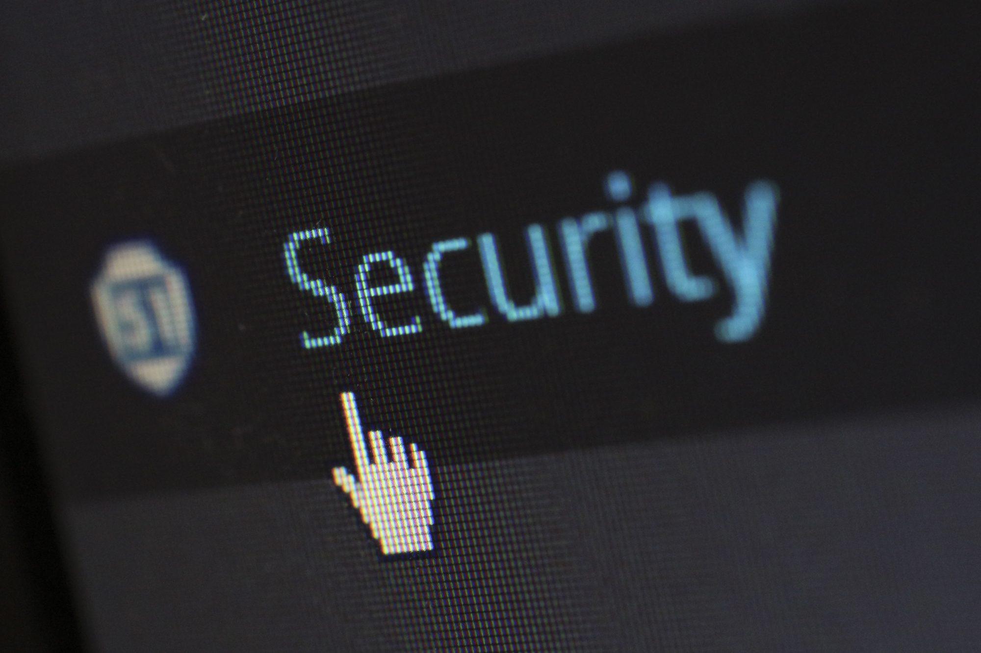 biztonság, szabályozás, kibertér