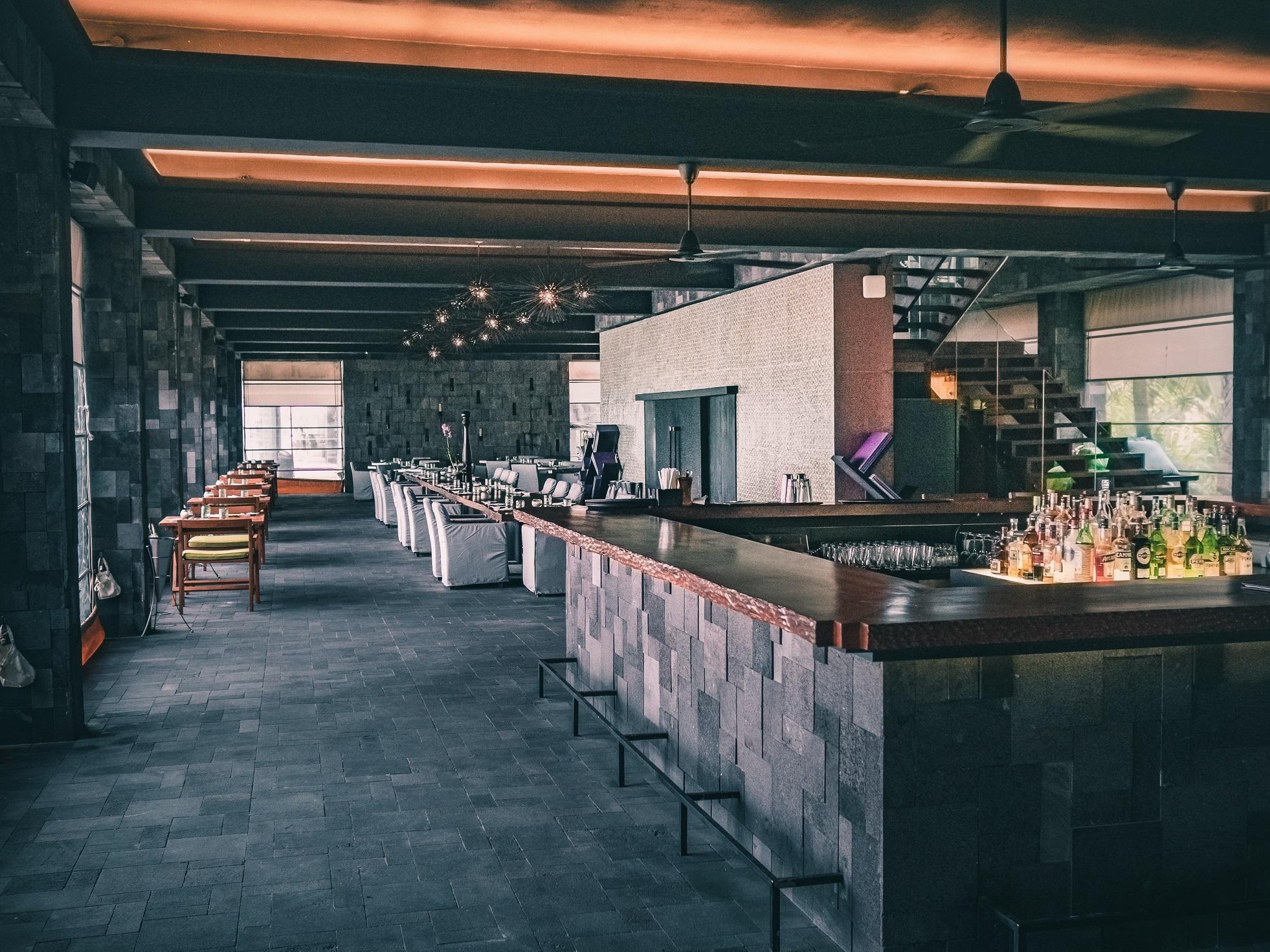 üres étterem, üres szálloda